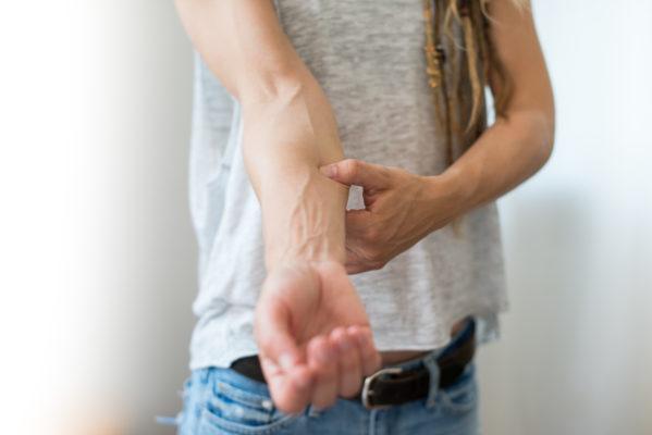 Massiere deinen Unterarm zwischen Elle und Speiche
